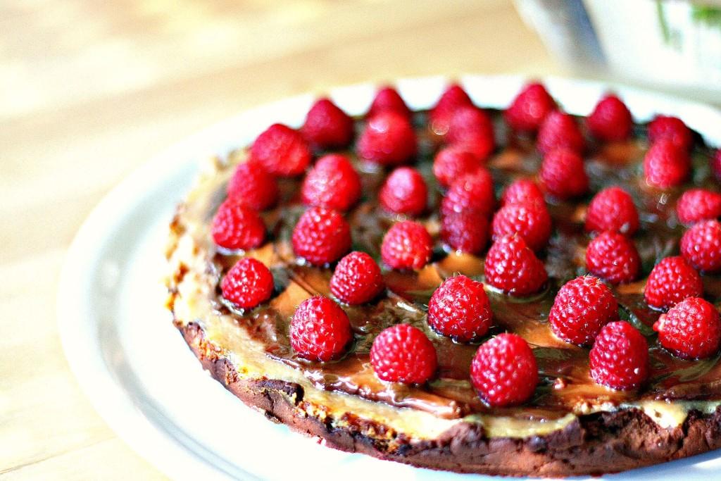 Das Beste von allem in einem Kuchen: Himbeer-Cheesecake-Brownie Tarte