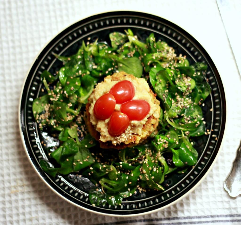 tomatenbratlinge mit rucolasalat