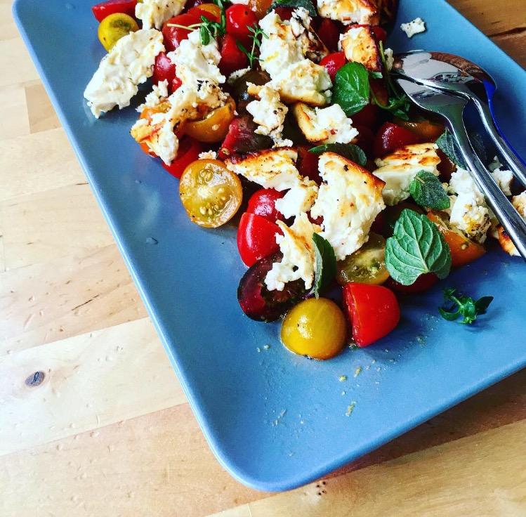 tomaten mit geröstetem feta